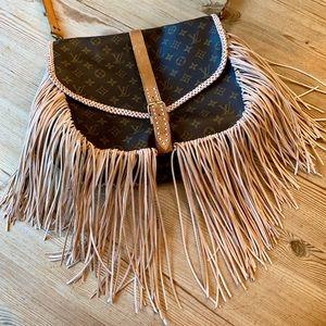 Louis Vuitton saumur 35 boho fringe